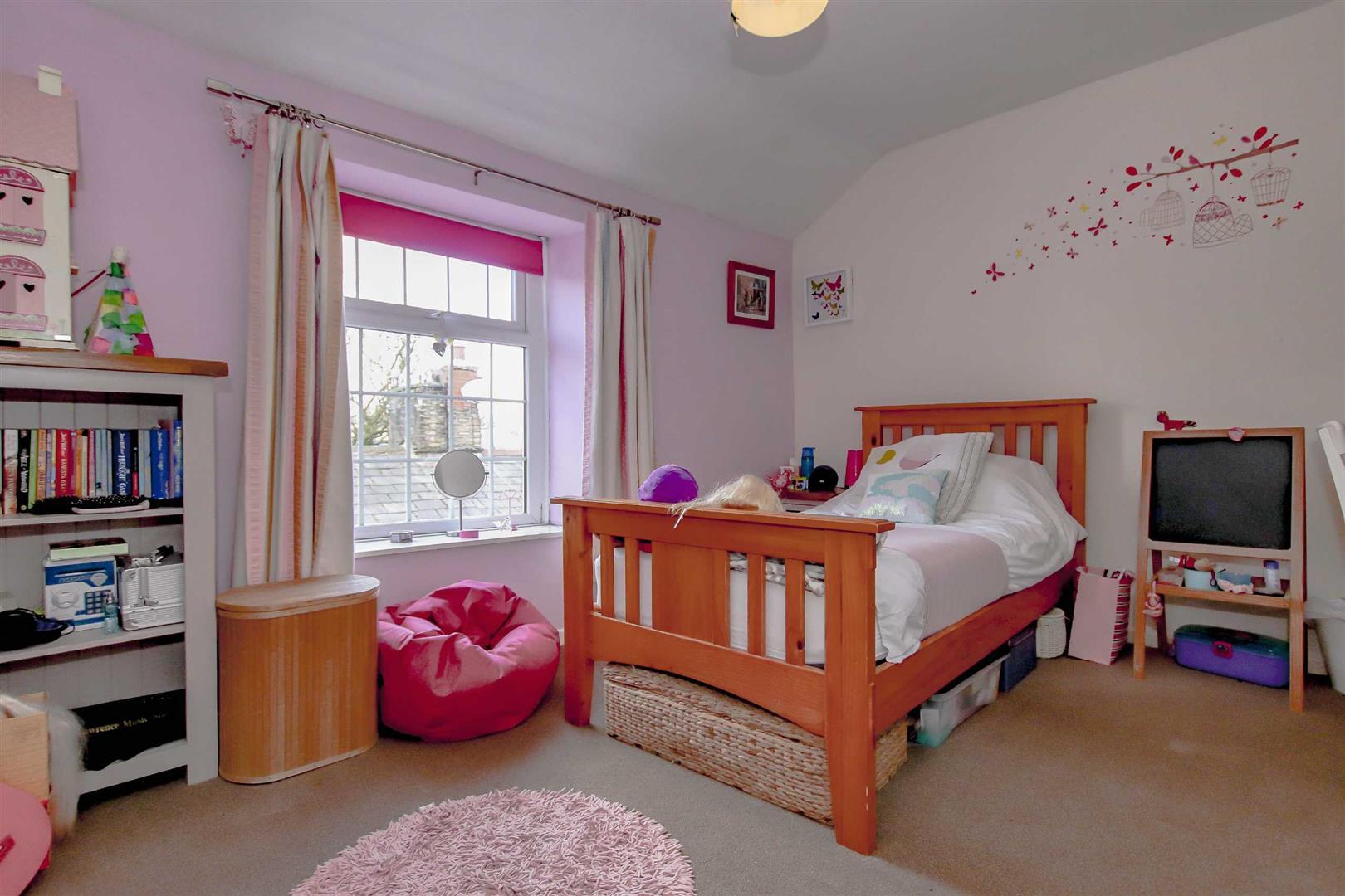 4 Bedroom Detached House For Sale - p033686_09.jpg